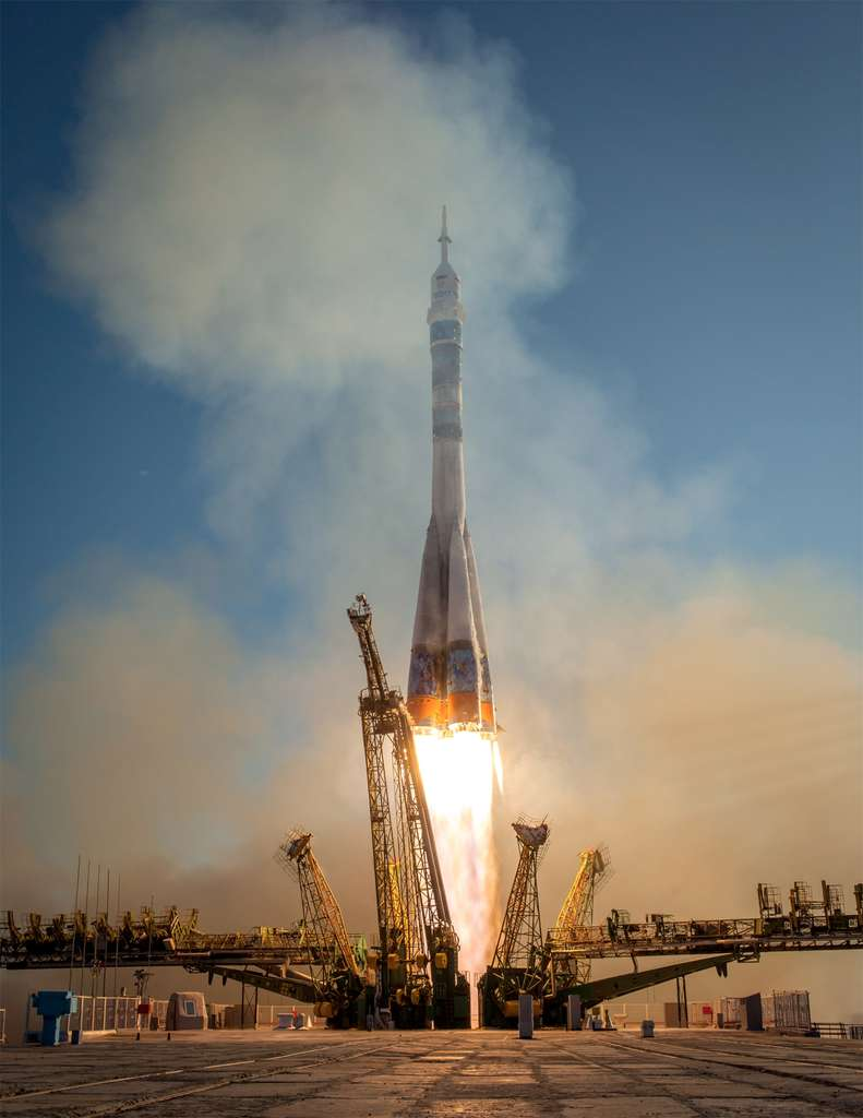 Décollage depuis Baïkonour, au Kazakhstan, du lanceur russe Soyouz qui transporte la torche olympique. Celle-ci a rejoint l'ISS après un vol de six heures. © Bill Ingalls, Nasa