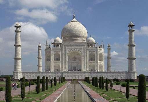 L'Inde est un bel exemple de région présentant une alternance de saisons sèches et humides très marquée (Asie des moussons). Elle doit faire face à un stress climatique fréquent (à l'image Taj Mahal, Agra, Inde). © JBarta, CC by sa 3.0, 2.5, 2.0 et 1.0
