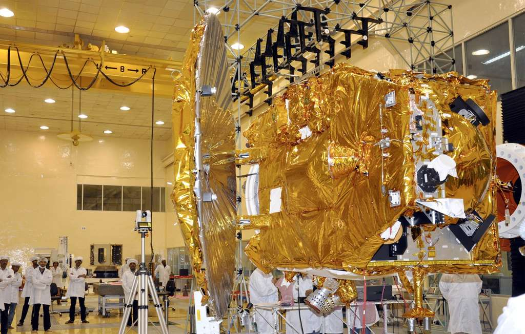 La sonde martienne de l'Isro, l'agence spatiale indienne, en phase de test. Mangalyaan devrait arriver au voisinage de Mars en septembre 2014. © Isro