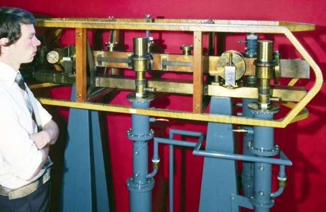 Reléguée dans un musée, la première horloge atomique au monde, réalisée en 1955, fait aujourd'hui figure d'antiquité encombrante. © Science Museum/Science & Society Picture Library