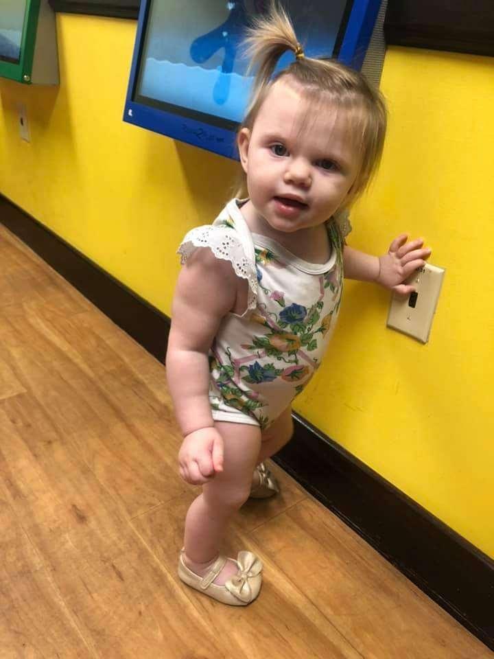 La tumeur de la petite Katie mesure aujourd'hui moins d'un millimètre. © Kisses for Katie, Facebook