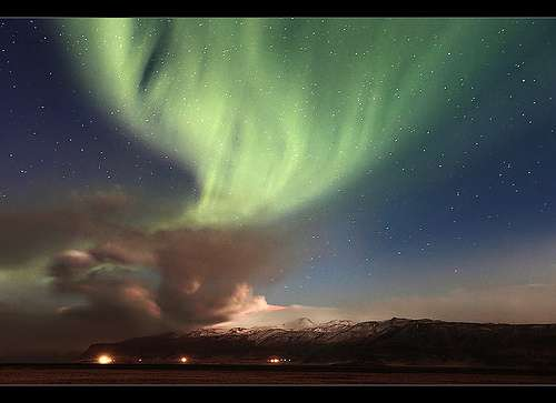 Eruption de l' Eyjafjallajökull aurore boréal