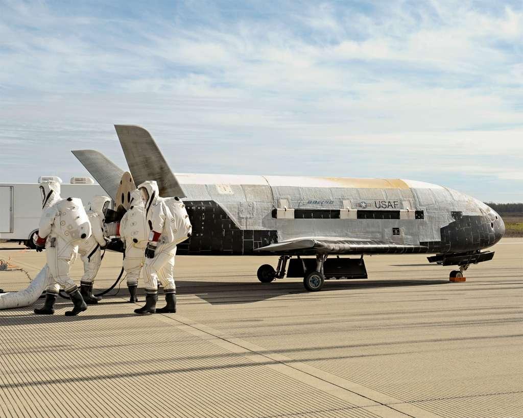 Passivation du drone spatial X-37B après son atterrissage. © Boeing