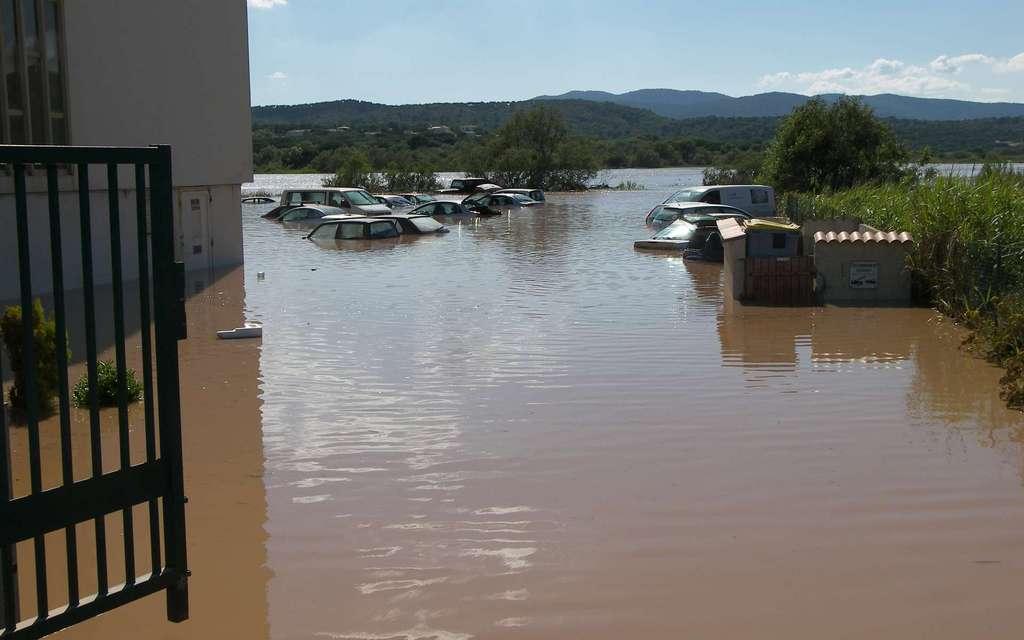 Inondations dans le Var, à Fréjus, en 2010. © Service hydraulique Cours d'eau de la Cavem