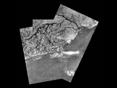La surface de Titan est-elle marquée par des traces d'eau ? © DR