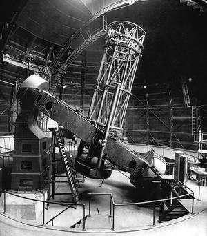 Le télescope Hooker de 2,50 mètres de l'observatoire du Mont Wilson où E. Hubble fit ses principales découvertes. Crédits : observatoire du Mont Wilson