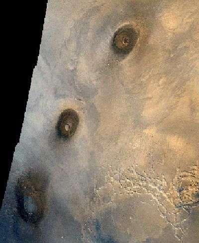 Les volcans de Tharsis vus par Mars Reconnaissance Orbiter. Crédit Nasa