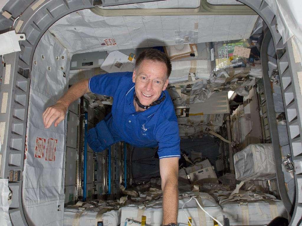 Chris Ferguson, durant le transbordement, ici dans le module logistique Rafaello, apporté par Atlantis. © Nasa