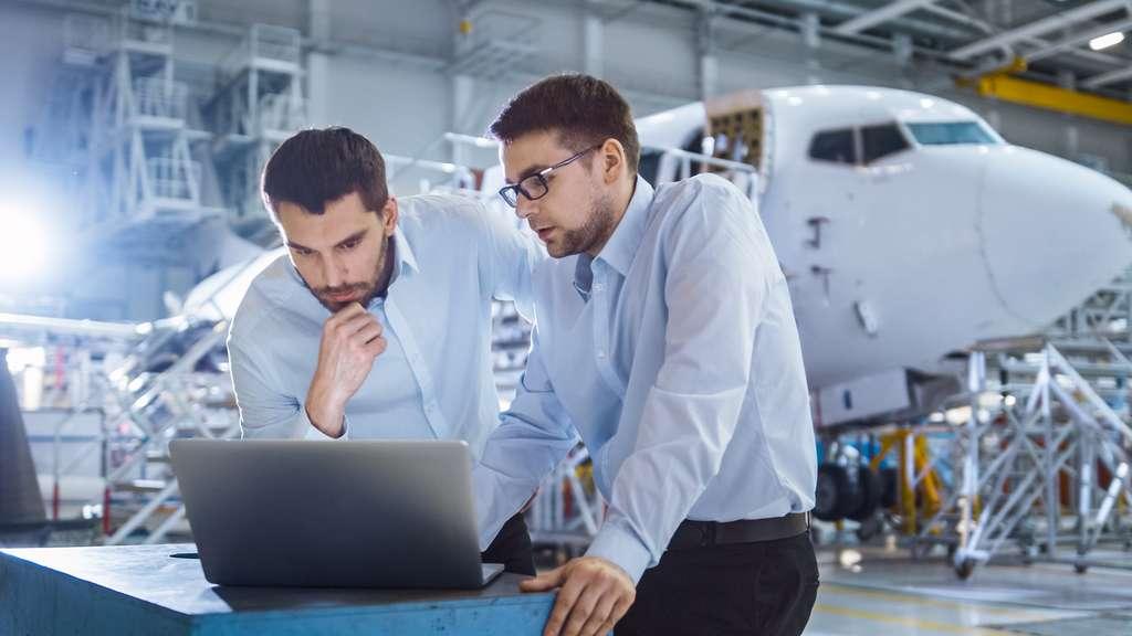 Des tests de contraintes sont appliqués aux pièces du moteur choisies par les ingénieurs afin de vérifier leur résistance et leurs résultats, conformément aux attentes du client. © Gorodenkoff, Adobe Stock