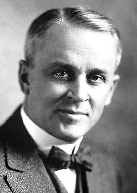 Robert Andrews Millikan (1868-1953) était un physicien américain surtout connu pour ses travaux de mesure précise de la valeur de la charge de l'électron et sa vérification de la théorie de l'effet photoélectrique d'Einstein. Il s'intéressa plus tard aux rayons cosmiques. Il est le lauréat du prix Nobel de physique de 1923. © DP