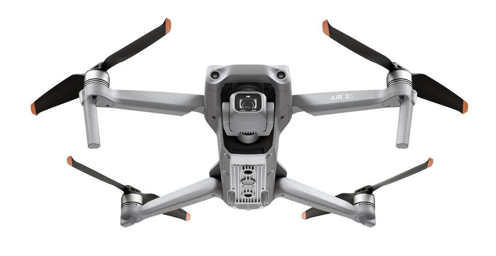 Le DJI Air 2S reprend les atouts des drones pros de la marque avec un gros capteur de 1 pouce, tout en restant très accessible aux débutants. Du moins sur le papier… © DJI
