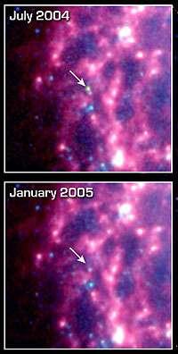 En comparant ces deux clichés, on constate que de la poussière visible en juin 2004 ne l'est plus en janvier 2005 (Crédits : NASA/JPL-Caltech/B.E.K. Sugerman (STScI))