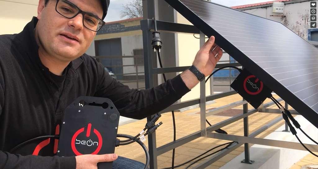 BeON Energy a mis au point un kit solaire prêt à installer qui se branche sur une simple prise de courant. © BeON Energy