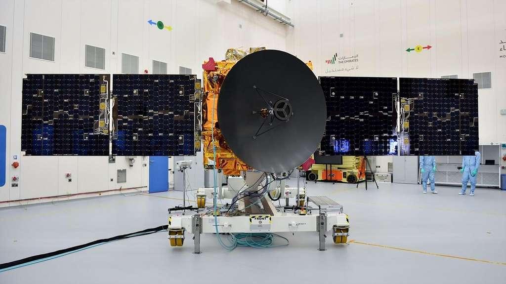 La sonde Hope dans la salle blanche du centre spatial Bin Rashid Space Centre, situé à Dubai. © MBRSC