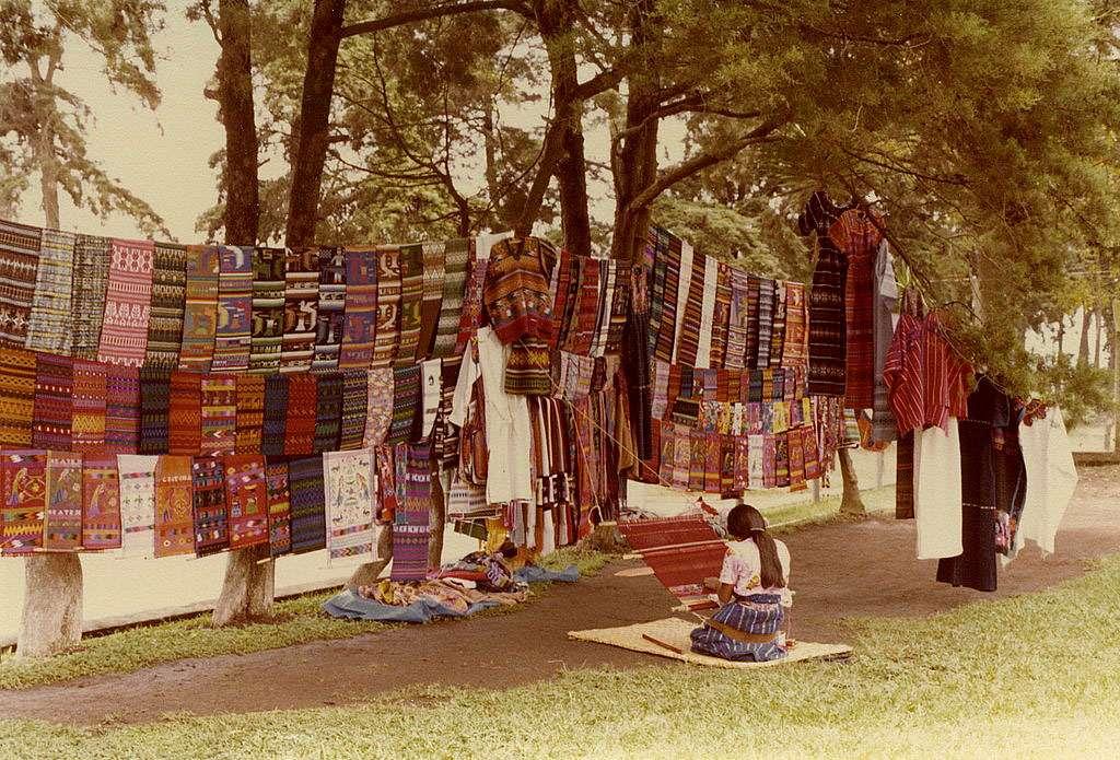 Tissage rudimentaire au Guatemala. © Inforgmation, CC ny-bc 2.0