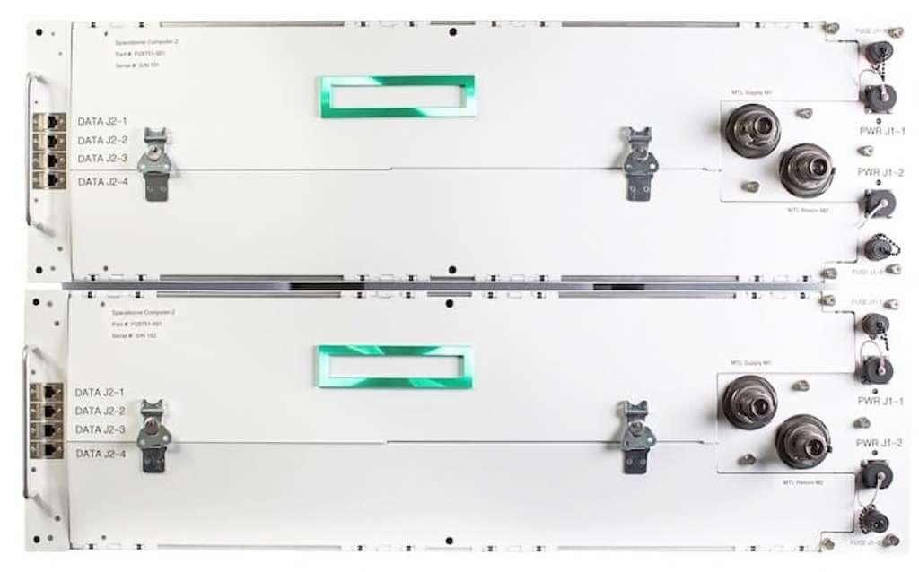 Le Spaceborne Computer-2 comprend le HPE Edgeline Converged EL4000 Edge System, un système robuste et compact conçu pour fonctionner dans des environnements complexes soumis à des chocs, des vibrations et des températures élevées. Il permet de traiter la puissance de calcul à la périphérie afin de collecter et d'analyser des volumes de données provenant de dispositifs et de capteurs dispersés à distance dans l'espace. © Hewlett-Packard Enterprise