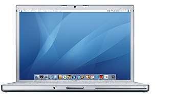 Le nouveau MacBook Pro, portable équipé du Core duo d'Intel à 1,87 GHz, équipé de 1 Go de mémoire et, comme les iMac, du logiciel Front Row, complété d'une télécommande, pour regarder des vidéos.