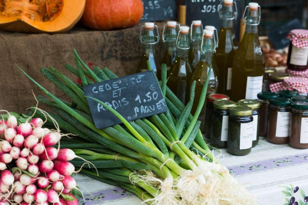 Privilégier les produits locaux et de saison, un premier pas pour une consommation plus responsable. © Uladzik Kryhin, Adobe Stock