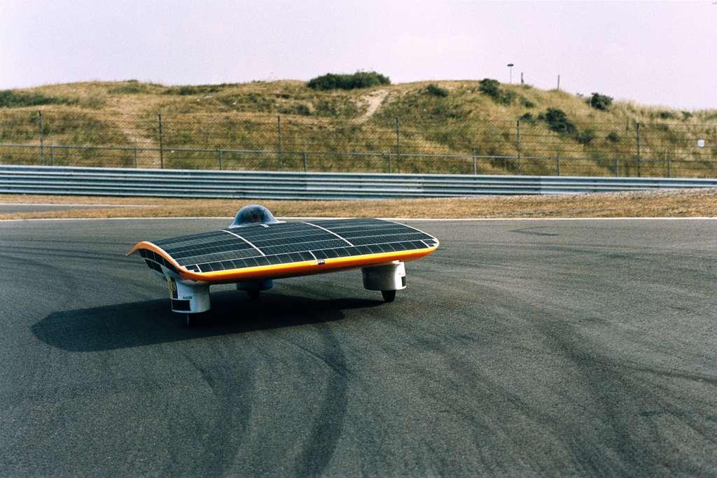 La voiture solaire Nuna II qui, en octobre 2003, a remporté le Défi solaire mondial. Elle a été conçue à partir de technologies spatiales de l'Esa. © A. Van der Geest, Esa