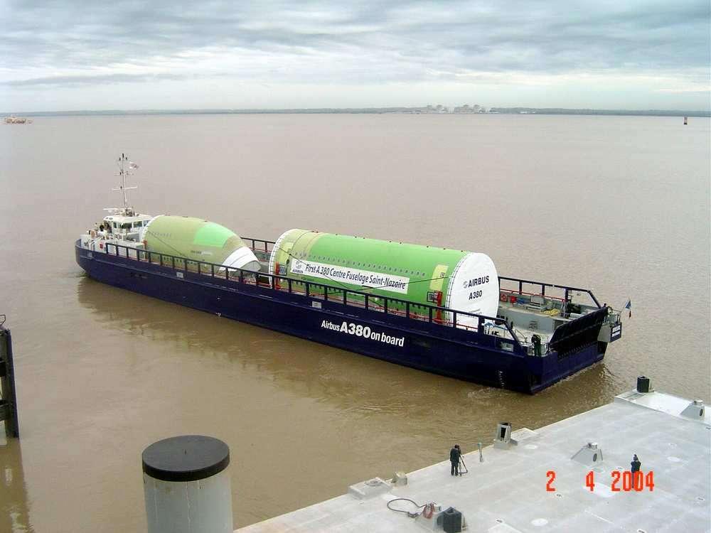 Une barge gigantesque pour l'A380