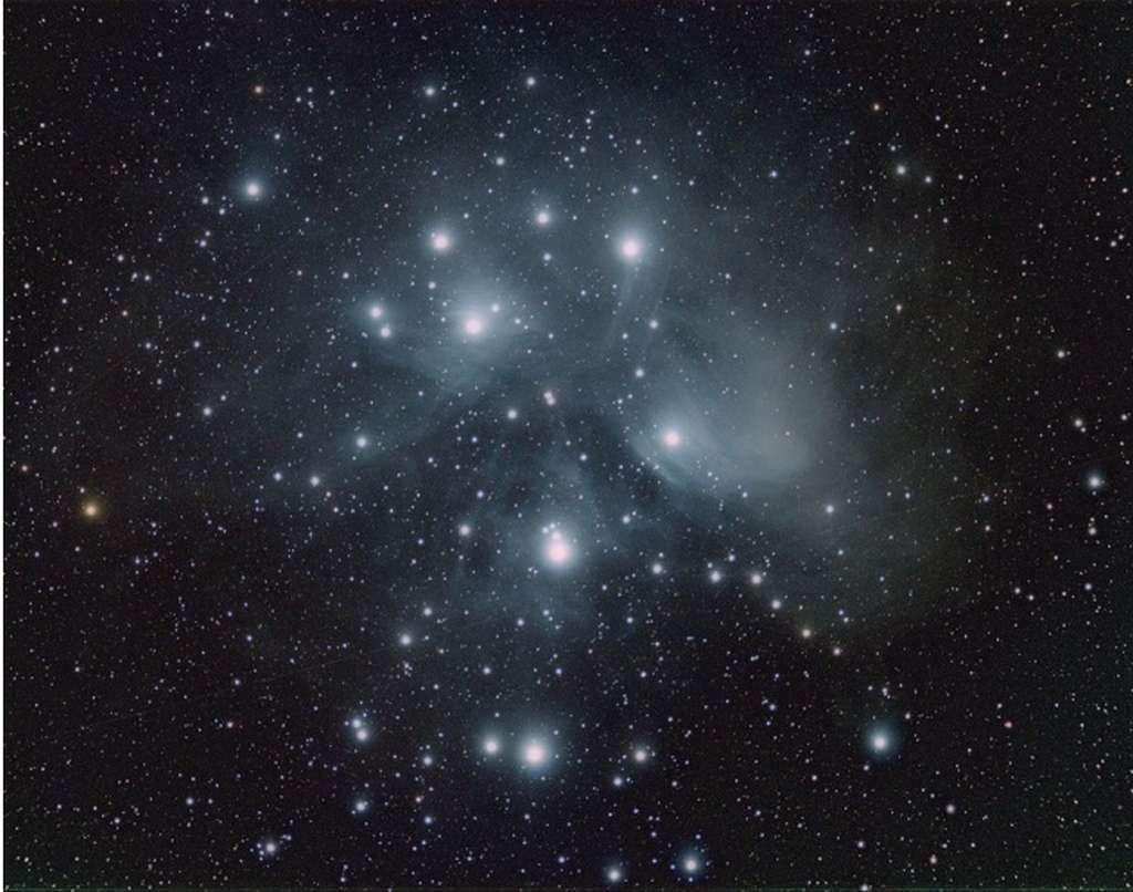 Un astrophotographe canadien de 15 ans nous offre l'amas des Pléiades (Messier 45). © Jacob von Chorus