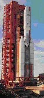 """La fusée Titan 4 """"Commercial"""" sur son pas de tir, à Cape Canaveral (Crédits : NASA)"""