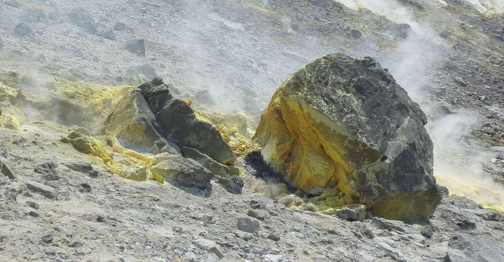 Le soufre des volcans. © Man77, Wikipedia, CC by 3.0