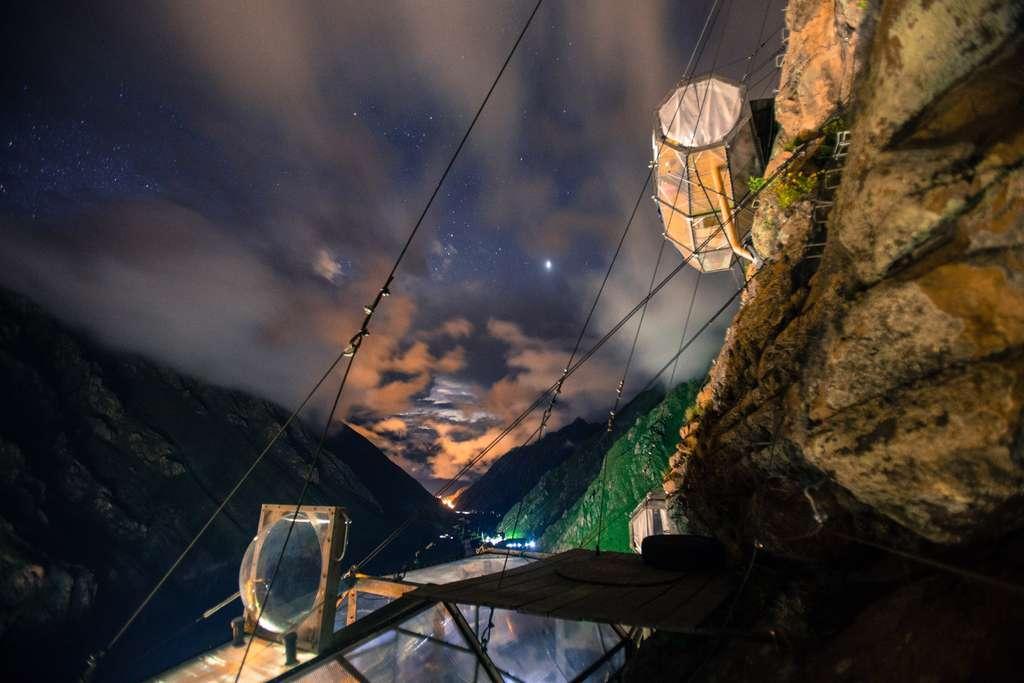 Des nuits à flanc de falaise au camping Skylodge Adventure Suites. © Natura Vive