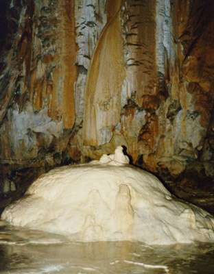Le tombeau de Pyrène © grotte de Lombrives