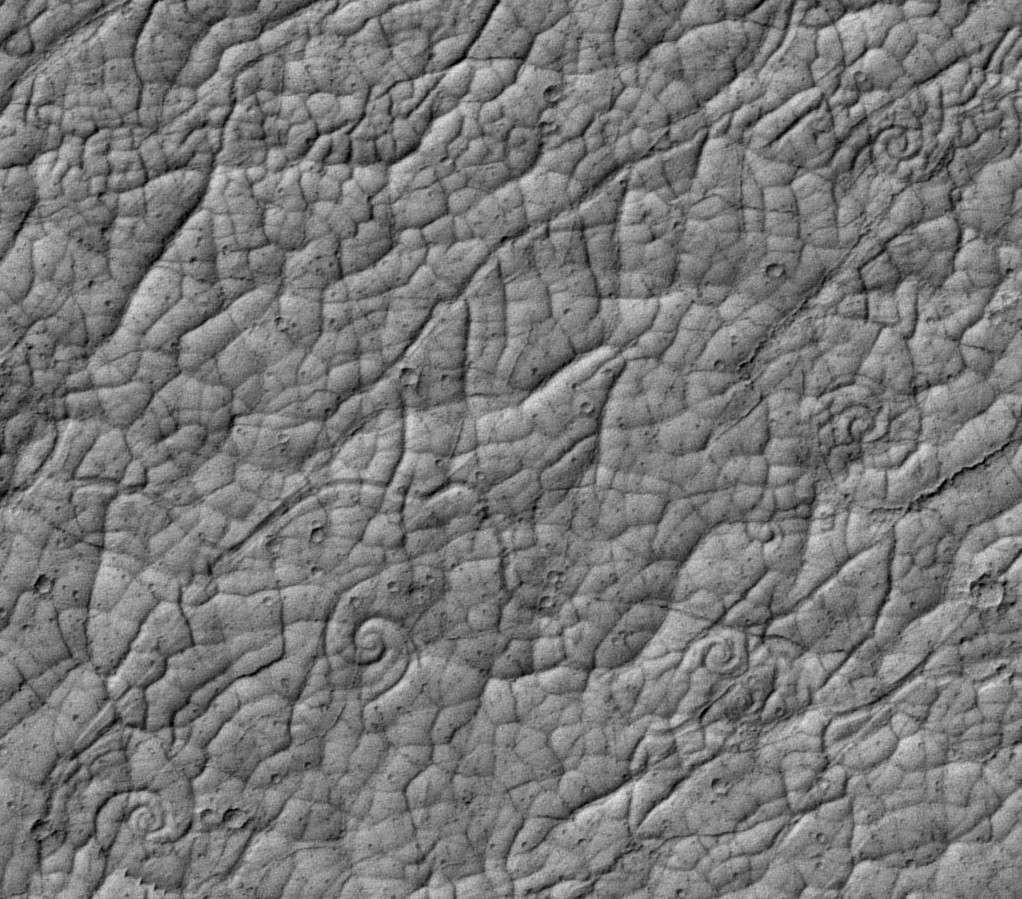 Gros plan sur les spirales volcaniques martiennes dans la région de Cerberus Palus. © Nasa