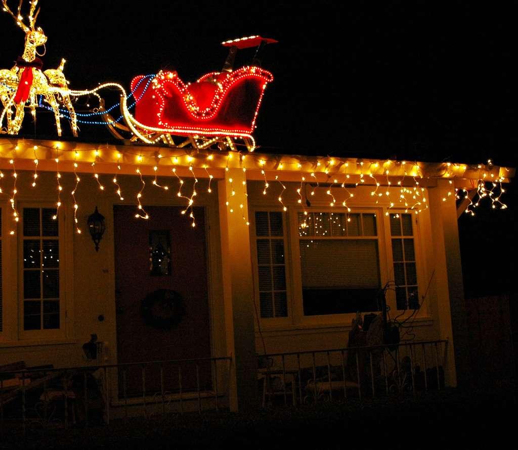 Le père Noël et son traîneau ne s'éternisent pas sur le toit des maisons. Un tout petit plus d'un millème de seconde en moyenne. © Wonderlane, Flickr, cc by 2.0