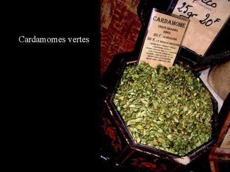 La cardamone verte est une plante qui donne des épices du même nom. © François Gallouin