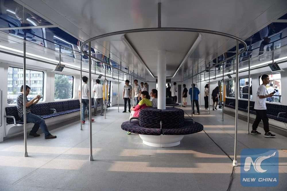Grâce à ses dimensions hors-normes, le straddling bus peut embarquer jusqu'à 1.400 passagers. © New China