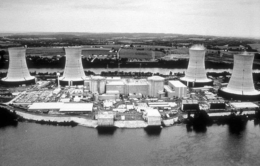 La centrale nucléaire de Three Mile Island qui connut en 1979 le pire accident nucléaire des États-Unis. © Centers for Disease Control and Prevention's Public Health Image Library, domaine public