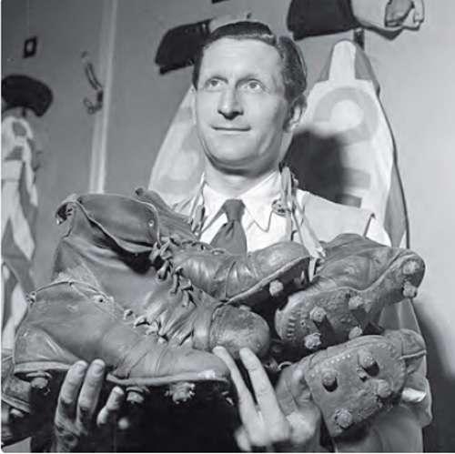 Chaussures de football dans les années 1950. © Belin