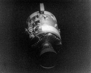 Vus depuis Aquarius, les dégâts sur le module Odyssey sont spectaculaires. Crédit Nasa