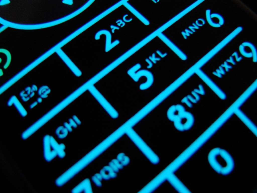 Les téléphones portables sont-ils nocifs pour la santé et favorisent-ils le développement du cancer ? Pour l'heure, les éléments scientifiques n'étant probants ni dans un sens ni dans un autre, le Circ a choisi de les classer parmi les cancérigènes potentiels. © Samantha Celera, Flickr, cc by nd 2.0