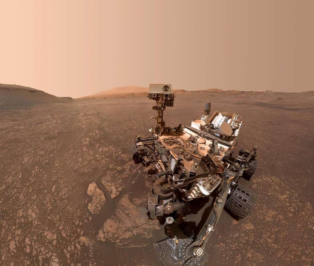 Une vue du rover Curiosity dans le cratère Gale en mai 2019. © Nasa, JPL-Caltech