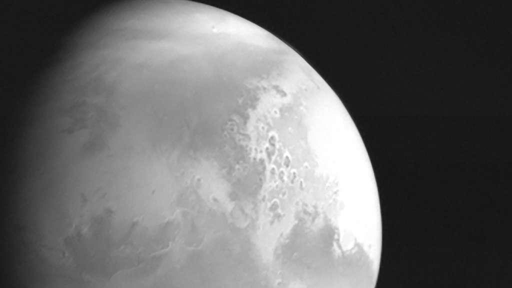La première image rendue publique de la Mars acquise par la sonde chinoise Tianwen-1, alors distante de quelque 2,2 millions de km de la planète rouge. © CNSA