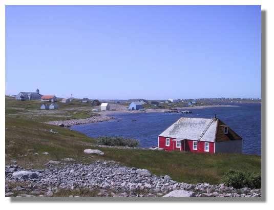 L'Ile aux Marins. Cette petite île située face à St Pierre était habitée jusqu'au début du siècle par les marins qui venaient pêcher la morue sur les grands bancs. © C. Marciniak