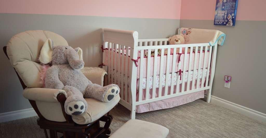 À en croire cette dernière étude portant sur le sujet, bébé ne devrait pas gagner sa propre chambre avant de fêter ses six mois. © ErikaWittlieb, Pixabay, CC0 Creative Commons
