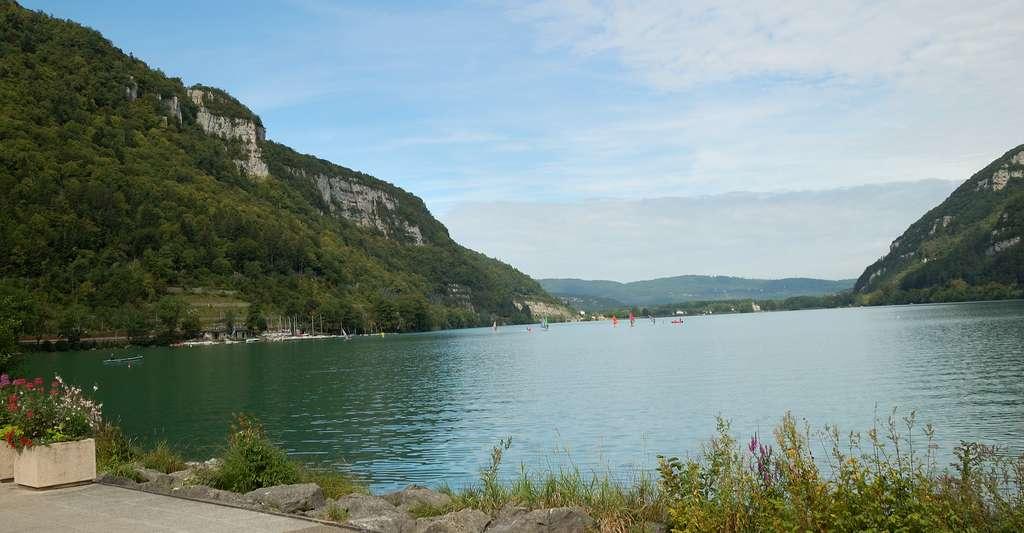 Le lac de Nantua est situé dans l'Ain, dans le massif du Jura. © Yoann MORIN, Shutterstock