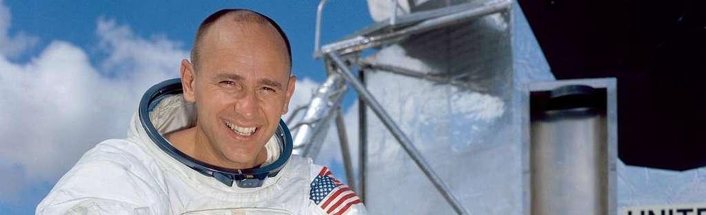 Alan Bean, dans sa tenue d'astronaute, en juillet 1974. © Nasa