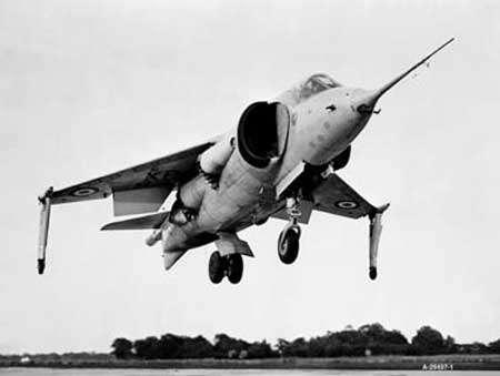 Le P.1127 Britannique, ancêtre du Harrier. © Nasa