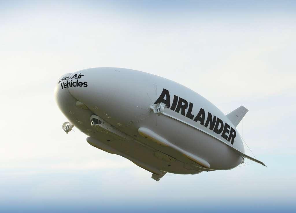 L'Airlander 10 lors de son vol d'essai en août 2016. © Hybrid Air Vehicles
