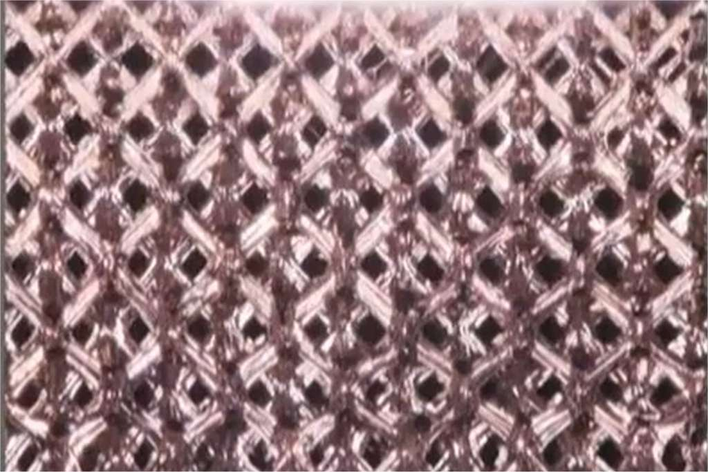 Vue rapprochée du treillis métallique obtenu, présenté sur une vidéo réalisée par les laboratoires HRL. © Newsyvideo/DailyMotion