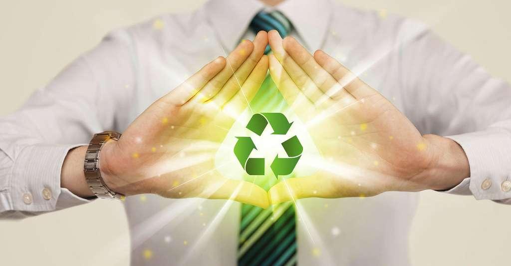 Logo symbole universel des matériaux recyclables. © Ra2 studio, Fotolia