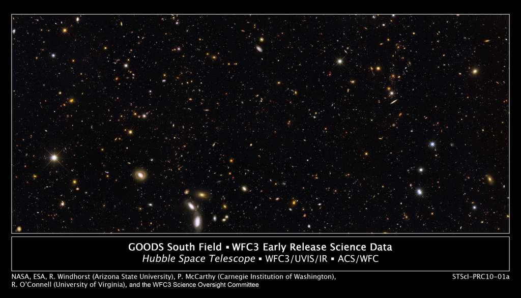 On voit ici le résultat des observations de Hubble du Champ Goods sud (voir les explications ci-dessus), observé aussi par Herschel. Les images prises par les deux télescopes dans le Champ Goods nord sont comparées dans la vidéo ci-dessous. © Nasa-Esa