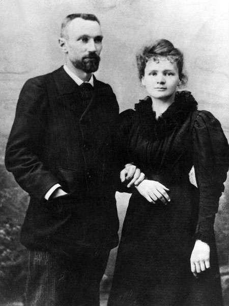 Le physicien Pierre Curie et Marie Curie, sa brillante élève et sa femme. Ensemble, ils ont découvert le radium et le polonium et ont fait des recherches approfondies sur la radioactivité. © Jarould, Wikimedia commons, DP
