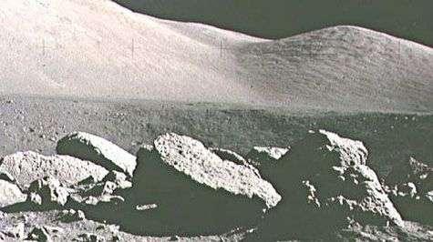 Paysage lunaire durant la mission Apollo 17.